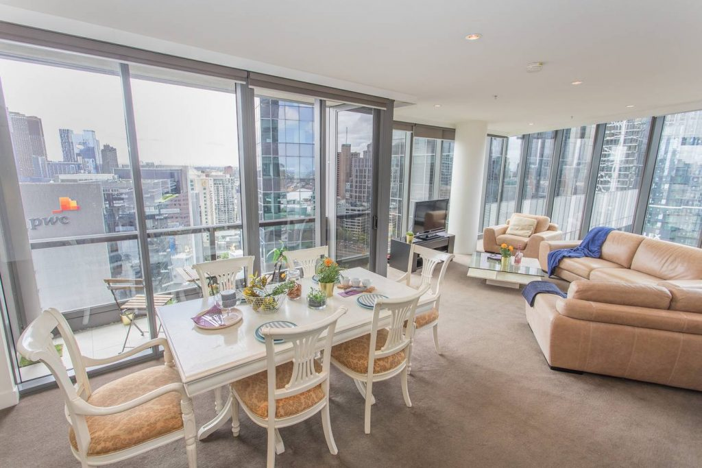 Incredible Views, Luxury shopping and World Class Dining In Southbank Source: https://www.airbnb.com.au/rooms/9516067?s=51